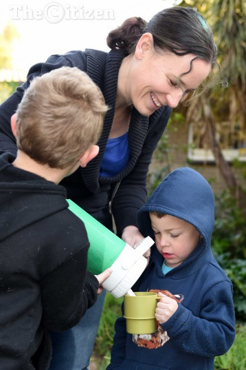 Nicole Repanis gives her sons , Damien and Conner some warm coffe in the queue at the Northfield Methodist Church voting station in Benoni, 3 August 2016.  Picture: Neil McCartney