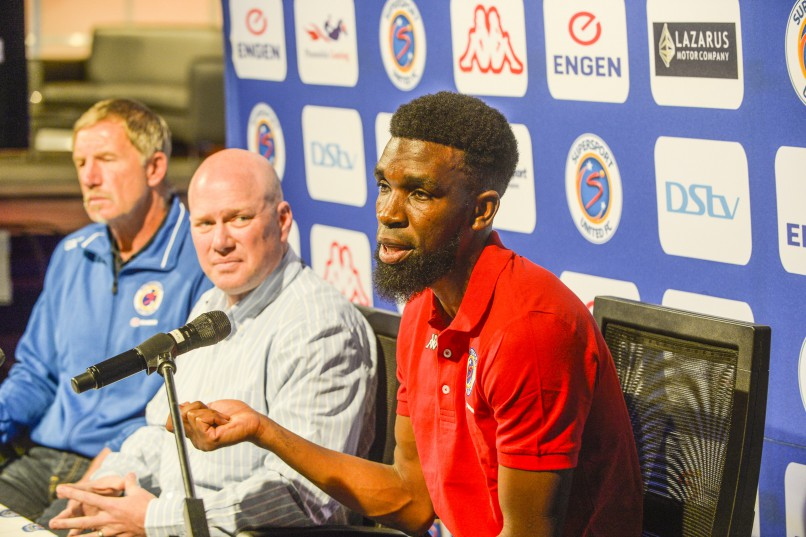 Tefu Mashamaite with coach Stuart Baxter and CEO Stan Matthews as he is announced as the club's new signing during the SuperSport United emergency press conference at the SuperSport Old Building. (Photo by Sydney Seshibedi/Gallo Images)