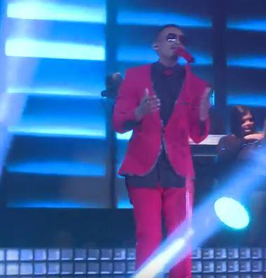 Donald Moatshe performing.