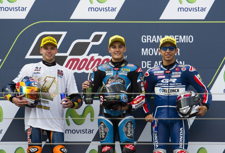 Race winner Estrella Galicia 0,0's Spanish rider Jorge Navarro (C), new world champion and race's second placed Red Bull KTM Ajo's South African rider Brad Binder (L) and third placed Gresini Racing Moto3's Italian rider Enea Bastianini pose on the podium after the Moto 3 race of the Aragon Grand Prix at the Motorland racetrack in Alcaniz on September 25, 2016. / AFP PHOTO / JAIME REINA