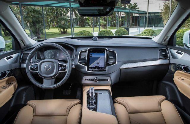 2016-volvo-xc90-t8-interior