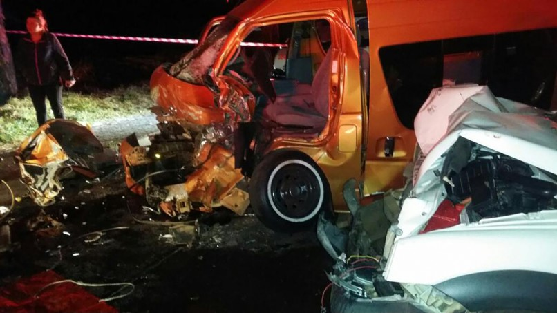 Ten people were injured, four of them critically, when a minibus taxi and a Land Rover collided head-on on Albertina Sisulu Drive in Westgate, Roodepoort, in Johannesburg late on Friday night. Picture: ER24