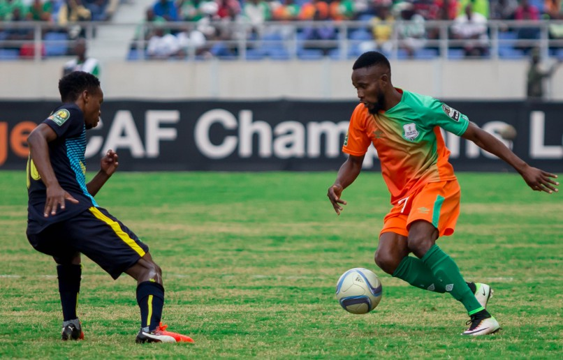 Themba Zwane of Mamelodi Sundowns fights for the ball with Ayo Oluwafemi of Zesco United