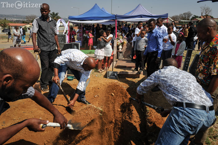 Family and friends of the family fill the grave of Courtney Daniels who passed away on the 30th August, 7 Septemb er 2016, Eersterust, Pretoria. Picture Jacques Nelles