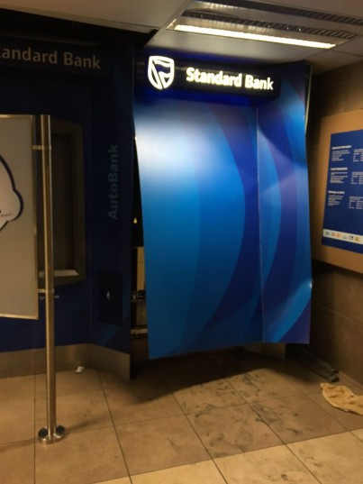 Gang grindes and steal undisclosed amount at Standard Bank ATM machine.
