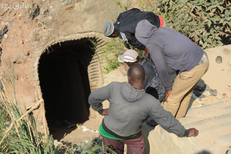 Relatives look on while waiting for their family members emerge,  12 September 2016, in Langlaagte, Johannesburg. Relatives and family members took it upon themselves to rescue those who are stuck in the abandoned mineshaft. Picture: Alaister Russell