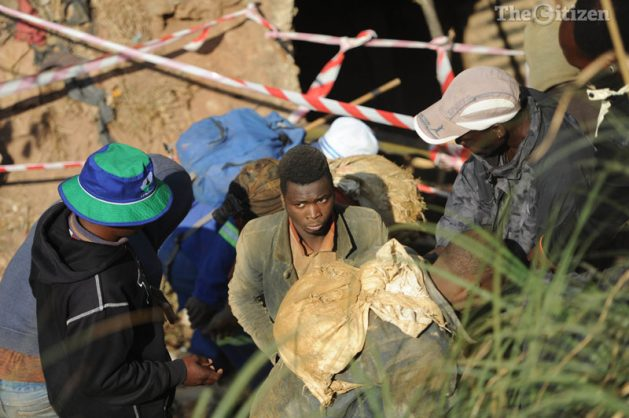 Illegal miners emerge from an abandoned mineshaft, 12 September 2016, in Langlaagte, Johannesburg. Relatives and family members took it upon themselves to rescue those who are stuck in the abandoned mineshaft. Picture: Alaister Russell