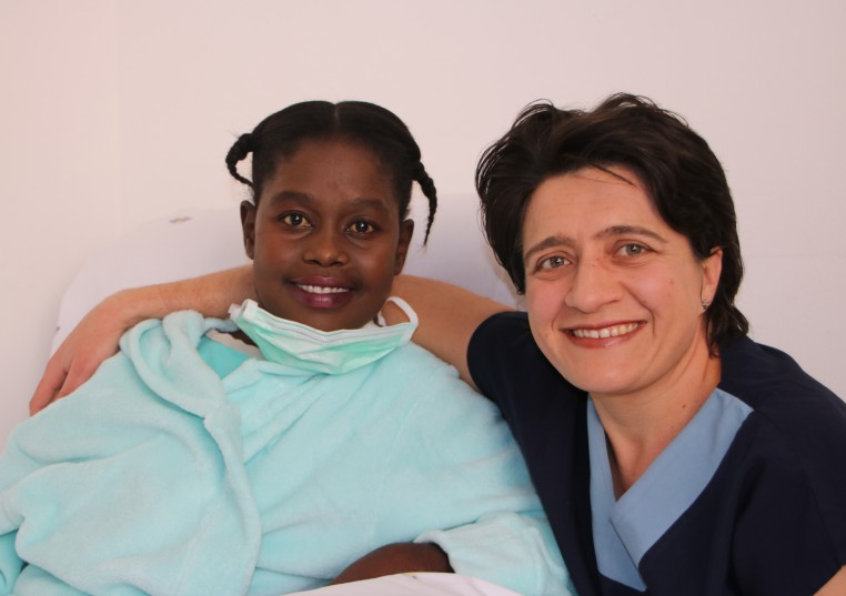 Thirty-one-year-old Zama Thobeka Mthembu (left) with cardiothoracic surgeon, Dr Agneta Geldenhuys, who was a member of the heart transplantation team.