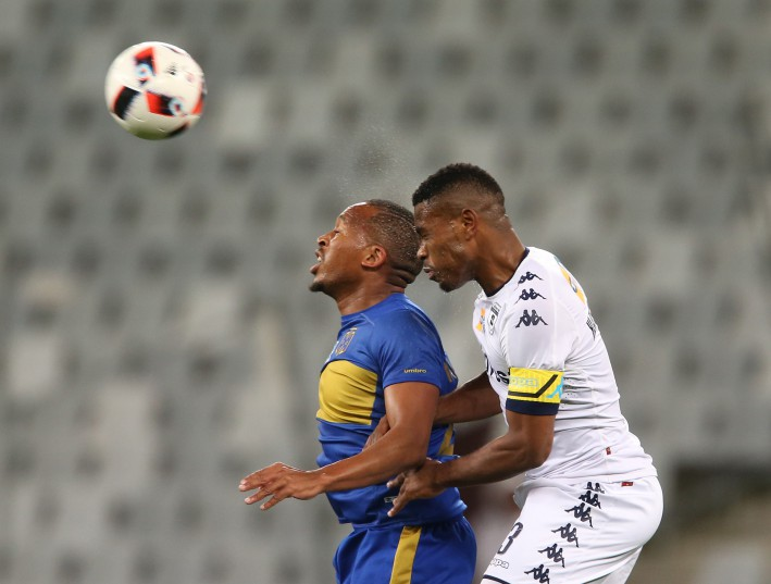 Lehlohonolo Majoro of Cape Town City FC and Thulani Hlatshwayo of Wits battle for the ball. (Photo by Carl Fourie/Gallo Images)