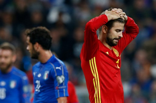Spain's defender Gerard Pique reacts during the WC 2018 football qualification match between Italy and Spain on October 6, 2016 at the Juventus stadium in Turin / AFP PHOTO / Marco BERTORELLO