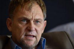 Steve Hofmeyr raises R56K for DStv dish-smashing competition