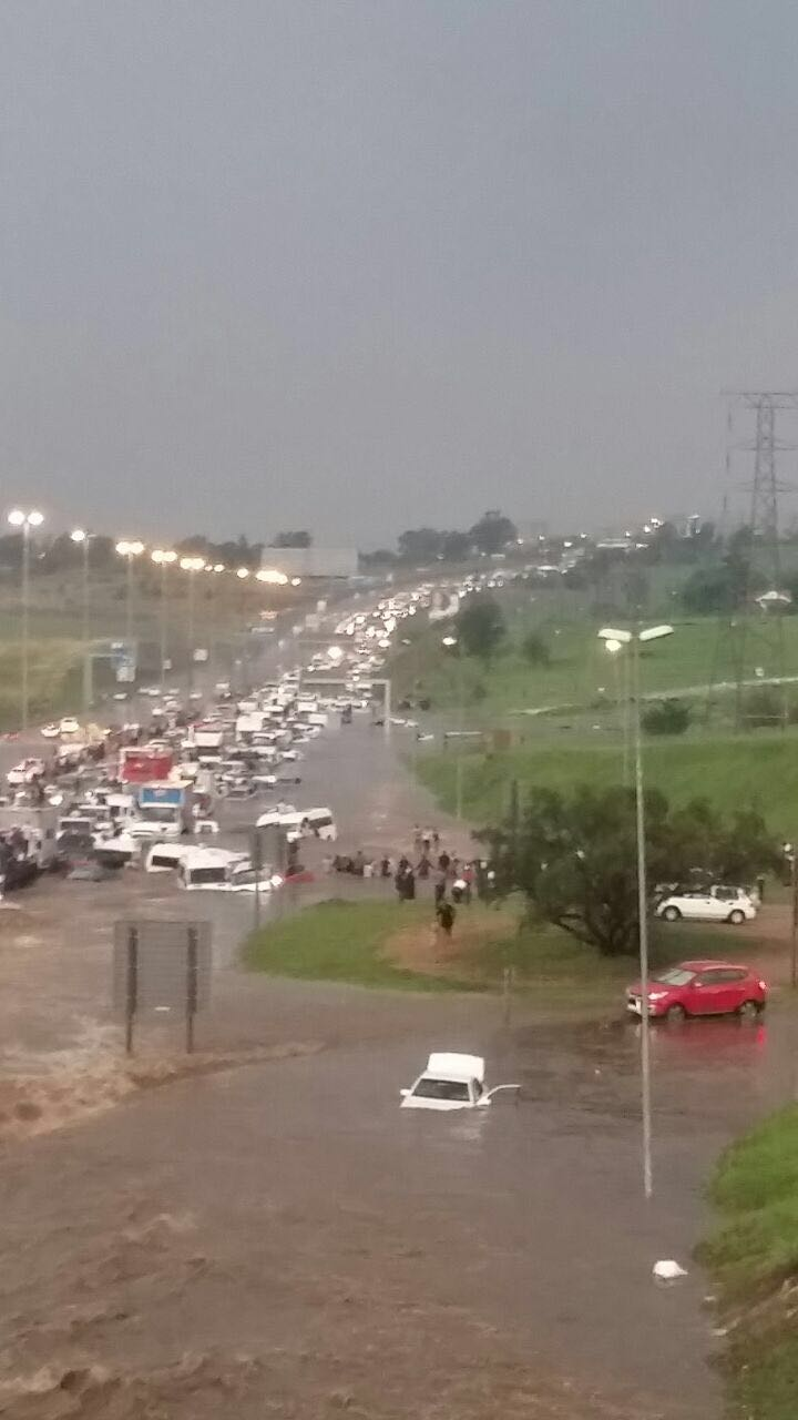Traffic caused by the flooding. Picture: Fourways Review.