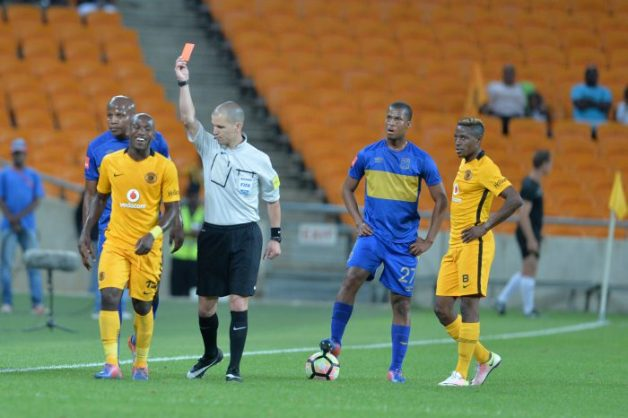 JOHANNESBURG, SOUTH AFRICA - NOVEMBER 29:Referee Victor Gomes gives Sibusiso Khumalo a red card the Absa Premiership match between Kaizer Chiefs and Cape Town City at FNB Stadium on November 29, 2016 in Johannesburg, South Africa. (Photo by Lefty Shivambu/Gallo Images)