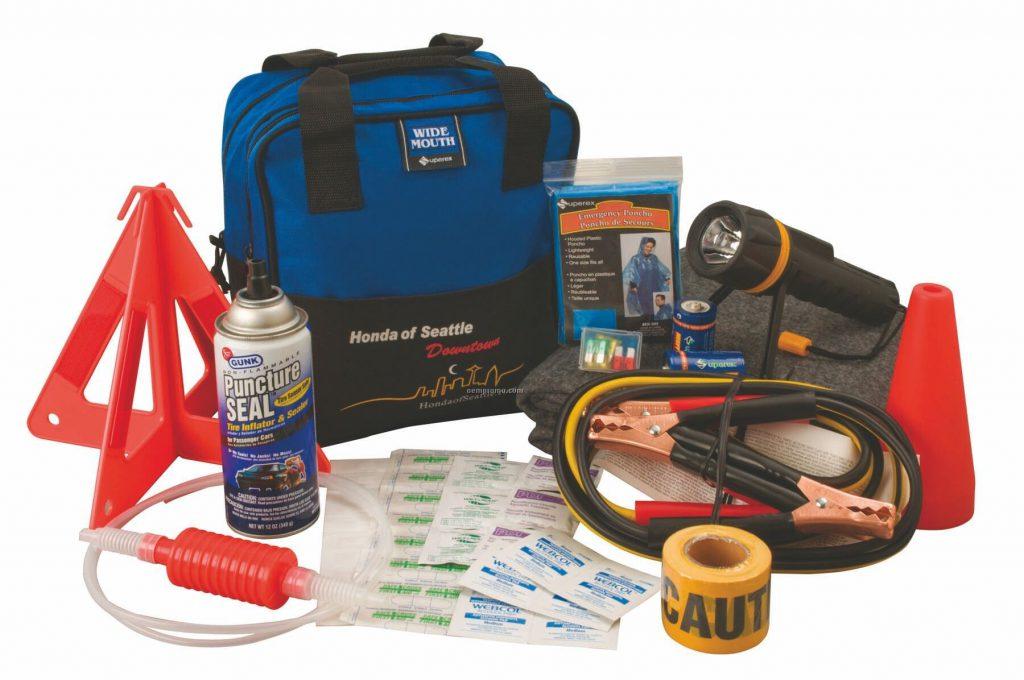 urban-hero-roadside-emergency-kit_33769228
