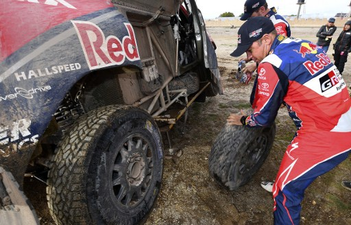 Giniel de Villiers had to work on his car during Monday's stage. Photo: Franck Fife/AFP.