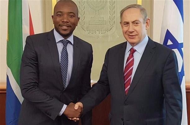 Mmusi Maimane shakes hands with Prime Minister of Israel Benjamin Netanyahu. Picture: Mtshatshalazisi/Twitter