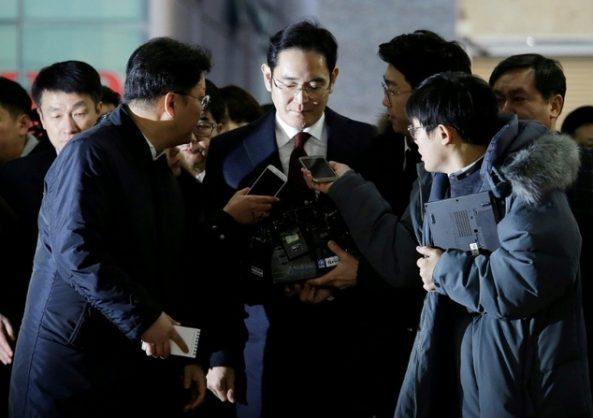Samsung heir returns home after marathon bribery questioning.