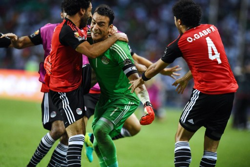 Egypt's goalkeeper Essam El-Hadary (C) celebrates with teammates at the end of the penalty shootout of the 2017 Africa Cup of Nations semi-final football match between Burkina Faso and Egypt at the Stade de l'Amitie Sino-Gabonaise in Libreville on February 1, 2017. / AFP PHOTO / GABRIEL BOUYS