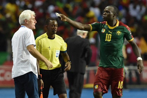 Cameroon's Belgian coach Hugo Broos reacts with Cameroon's forward Vincent Aboubakar (R) after he scored the team's second goal during the 2017 Africa Cup of Nations final football match between Egypt and Cameroon at the Stade de l'Amitie Sino-Gabonaise in Libreville on February 5, 2017. / AFP PHOTO / ISSOUF SANOGO