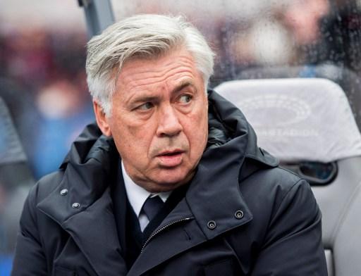 Bayern Munich's head coach Carlo Ancelotti looks on prior to the German First division Bundesliga football match Hertha Berlin vs Bayern Munich in Berlin, eastern Germany, on February 18, 2017. / AFP PHOTO / ROBERT MICHAEL