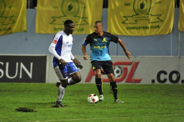 Rhulani Manzini of Chippa United and Wayne Arendse, Captain of Mamelodi Sundowns during the Absa Premiership game between Chippa United and Mamelodi Sundowns Sisa Dukashe Stadium. (Deryck Foster/BackpagePix)