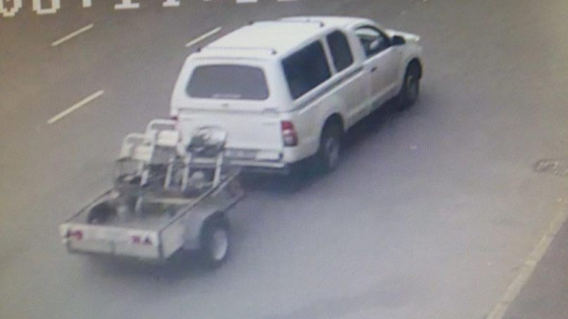 Caught on surveillance camera, the bakkie drives off with Wynand Pretorius' trailer.