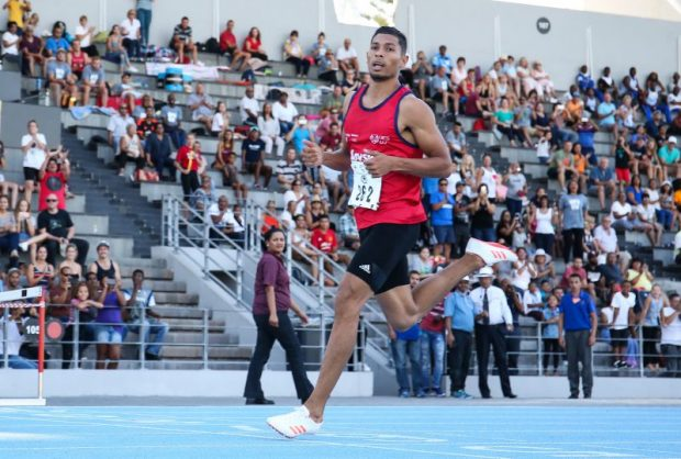 Wayde van Niekerk wants to cruise in the lesser-known 300m event too. Photo: Roger Sedres/Gallo Images.