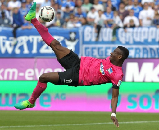 Berlin's Ivorian forward Salomon Armand Kalou tries to score during the German first division Bundesliga football match between SV Darmstadt and Hertha Berlin on May 13, 2017 in Darmstadt, western Germany.  / AFP PHOTO / Daniel ROLAND / RESTRICTIONS: DURING MATCH TIME: DFL RULES TO LIMIT THE ONLINE USAGE TO 15 PICTURES PER MATCH AND FORBID IMAGE SEQUENCES TO SIMULATE VIDEO. == RESTRICTED TO EDITORIAL USE == FOR FURTHER QUERIES PLEASE CONTACT DFL DIRECTLY AT + 49 69 650050