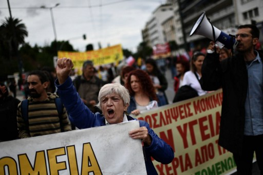 Protesters demonstrate in Athens during a 24-hour general strike against a new round of austerity cuts imposed by the country's international creditors in Athens, on May 17, 2017. Thousands of Greeks demonstrated today against a new round of austerity cuts in a 24-hour general strike that disrupted travel and shut down public services. / AFP PHOTO / ARIS MESSINIS