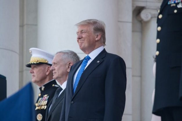 US President Donald Trump smiles with Defense Secretary Jim Mattis (C) and chairman of the Joint Chiefs of Staff Gen. Joseph Dunford at Arlington National Cemetery to mark Memorial Day in Arlington, Virginia, on May 29, 2017. / AFP PHOTO / NICHOLAS KAMM