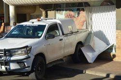 Bakkie crashes into Ladysmith bottle store