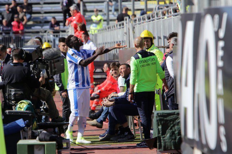 Sulley Muntari defiantly show Cagliari fans his skin colour. Photo: Enrico Locci/Getty Images.