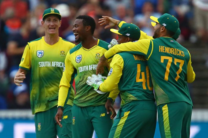 The Proteas celebrate after Andile Phehlukwayo's excellent final over secured their win. Photo: Geoff Caddick/AFP.