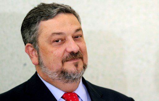 (FILES) This file photo taken on June 7, 2011 shows former Brazilian Minister of Economy and Chief of Staff Antonio Palocci during a ceremony at Planalto Palace in Brasilia.  Antonio Palocci, a former Finance Minister under former Brazilian President Luiz Inacio Lula da Silva and former chief of staff for his successor Dilma Rousseff, was sentenced on June 26, 2017 to 12 years and two months in prison for passive bribery and money laundering, in the Petrobras corruption case. / AFP PHOTO / EVARISTO SA