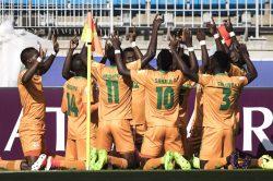 Ten-man Italy edge Zambia