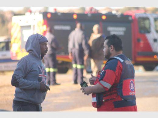 ER24 personnel speaking to a bystander on scene.