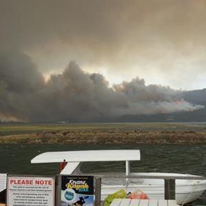 Fire rages on Knysna's western Head. Photo: Mark Taylor