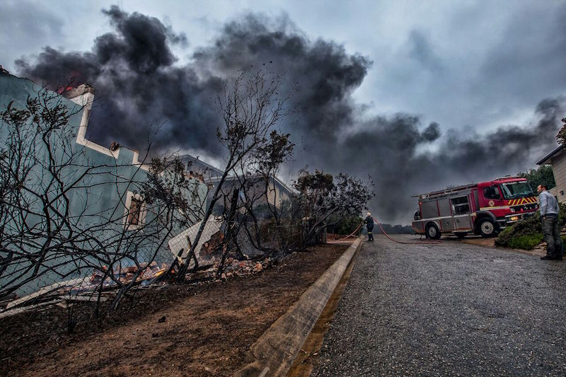 Fire rages in Plettenberg Bay. Picture: Jan Venter