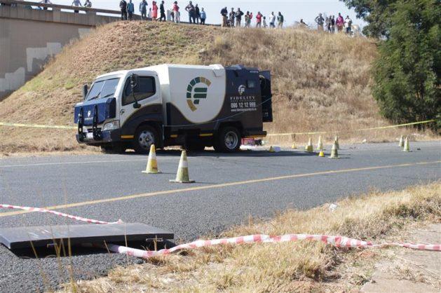 Update: Mercedes-Benz used in failed heist abandoned in Ekurhuleni