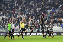 Szczesny replaces Buffon as Juventus look for perfect five in Serie A