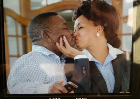"Blade Nzimande and Lindiwe Sisulu re-enact the ""Kiss of Death"" on the sidelines of Cabinet Lekgotla held in Pretoria, February 2014. Twitter"