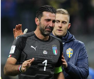 Gianluigi Buffon tearfully trudges off. Photo: Getty Images.