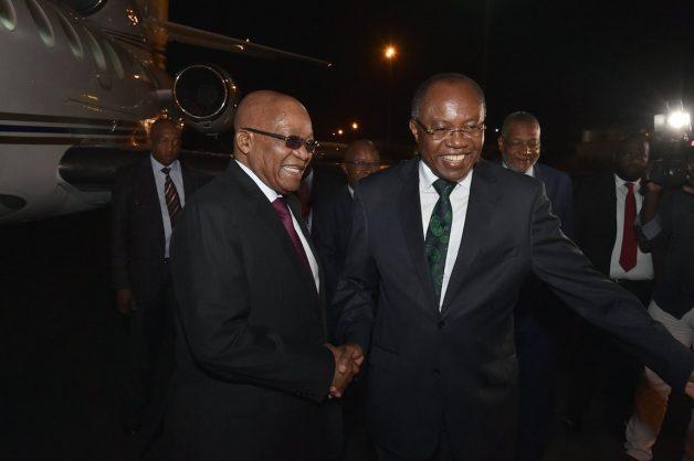 Zuma arrives in Angola for SADC meeting on Zimbabwe