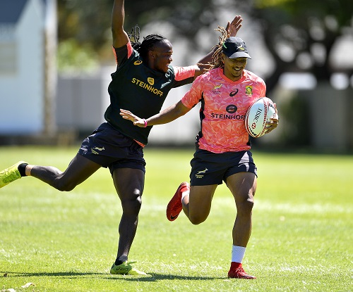 Seabelo Senatla and Justin Geduld during the Springbok Sevens training session at Bishops on December 05, 2017 in Cape Town, South Africa. (Photo by Ashley Vlotman/Gallo Images)