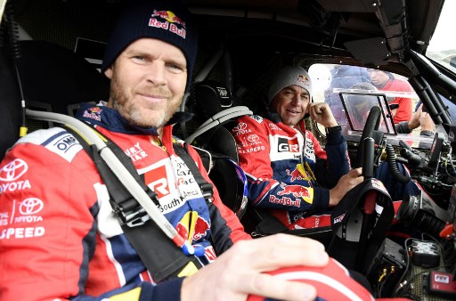 Toyota's driver Giniel De Villiers (L) of South Africa and his co-driver Dirk Von Zitzewitz of Germany are seen during Stage 6 of the 2018 Dakar Rally between Arequipa and La Paz, Bolivia. / AFP PHOTO / POOL / ERIC VARGIOLU