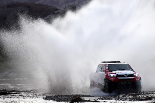 Toyota's driver Giniel De Villiers of South Africa and his co-driver Dirk Von Zitzewitz of Germany, compete during the Stage 12 of the 2018 Dakar Rally  between Chilecito and San Juan, Argentina.    / AFP PHOTO / FRANCK FIFE
