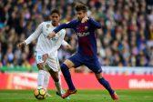 Pique extends Barcelona deal to 2022