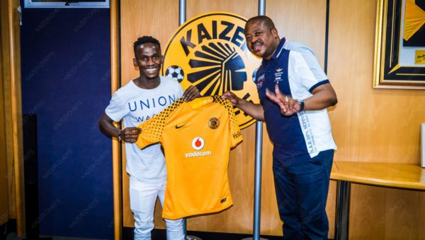 Kabelo Mahlasela with Kaizer Chiefs football manager Bobby Motaung