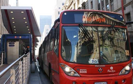 A Rea Vaya bus stops in Braamfontein. Photo: File.