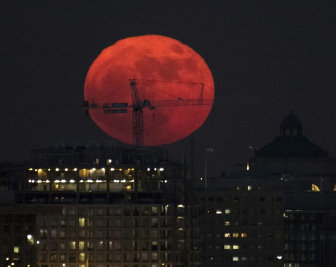 Ukrainians will become witnesses of the bloody lunar Eclipse
